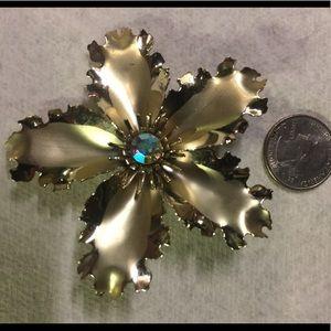 """🌹3/$15. VTG Large Gold FLOWER Brooch 3"""""""